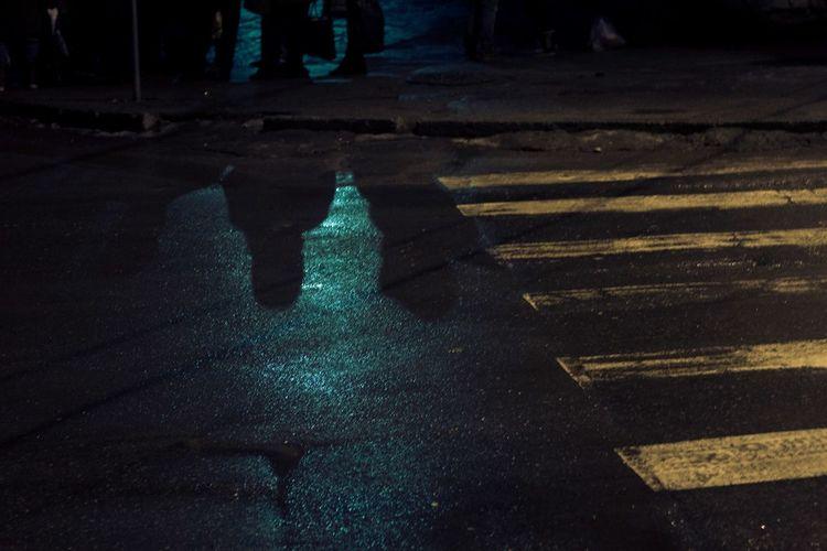 Peple waiting bus Illuminated Night Shadow Outdoors City No People Water Architecture Treet