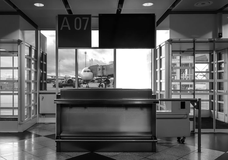 closed gate ... Aeroplane Airport Architecture Business Checking In Closed Communication Counter Door Einsteigen Flughafen Flugsteig Flugzeug Gate Glass Glass - Material Indoors  Leer Pattern Reisen Repetition Transparent Travel Wall Window