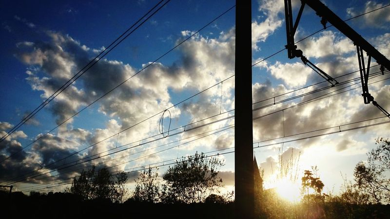 Creative Light And Shadow Soleil Couchant Soleil Chaleur Vacances !♥ Soleil Sun ☀ Nigthpicture Railfans_of_instagram Rails Ciel Et Nuages Ciel Nuages Et Soleil La Caresse D'un Nuage - The Caress Of A Cloud