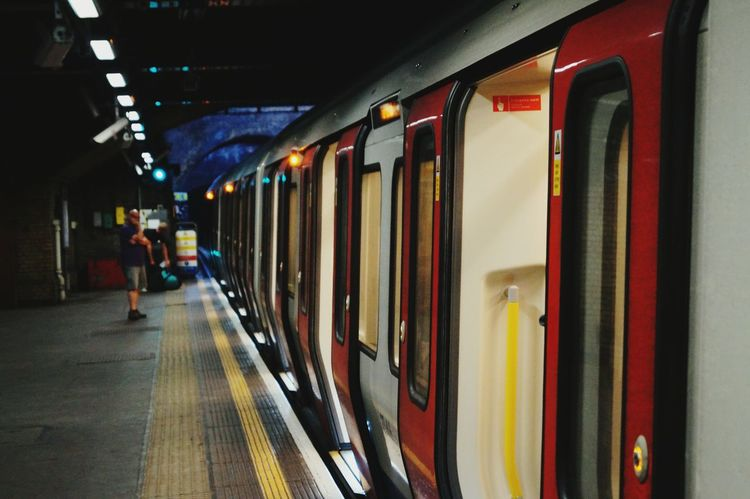 RePicture Travel Urban Geometry Urban Traveling Snapshots Of Life My Country In A Photo Tube Subway Underground London The Street Photographer - 2016 EyeEm Awards London Lifestyle
