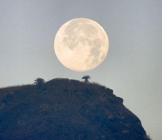 Full moon at 4.30 in the morning.... Lavasa Moonphotography Moonlover Gratitude