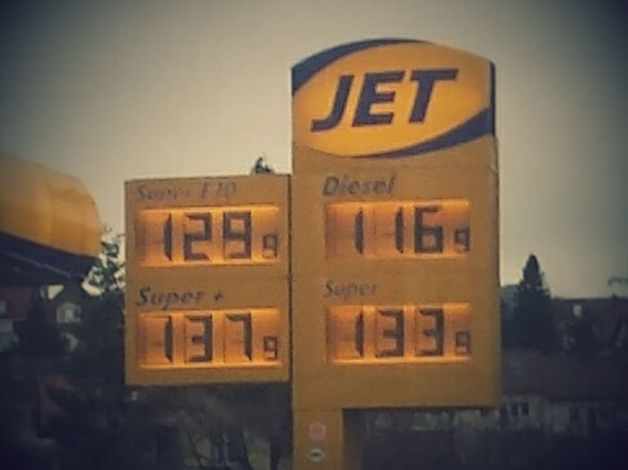 Benzin Preise im Keller. Gas Is Cheap