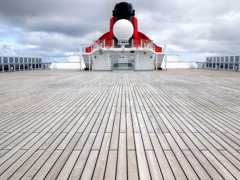 Decklife Queen Mary 2 Symmetry Wooden