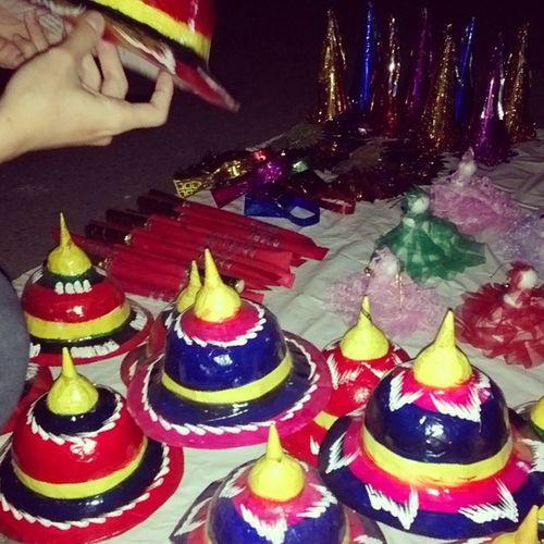 ဒါေလးဘယ္ေလာက္လဲ ဒါးေကာ ဦးထုပ္ေကာ တစ္စံုကို ၅၀၀ ပါ Myanmar Traditional Toys Generalhat sword botataung pagoda festival yangon myanmar igersmyanmar