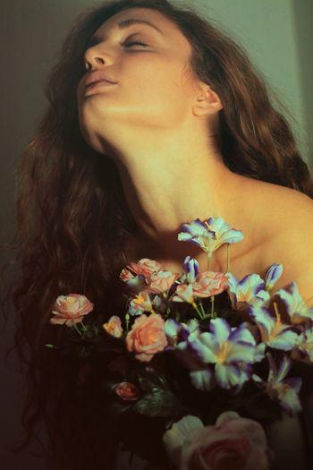 Flower Girl Rinascimento Aestethic Hipster Canon Bouquet Hair Wild Nek Skin Model EOS700D