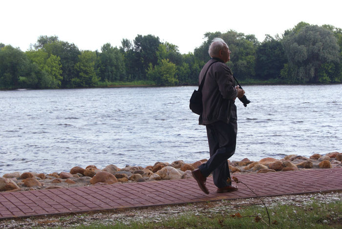 In search of inspiration Colleague Kolomenskoye Man Moscow Nature Old Old Man Park People Photographer River Solitude Summer Tranquility Water Wind