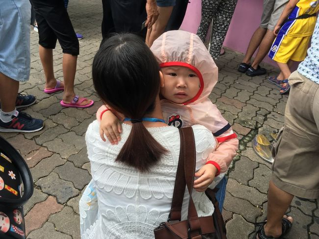 Sweet! Cute Kid crying Surrounded By Strangers Holding Her Mother Tight ENCIRCLED Emotions Captured Beautiful Nice Travel Photography at the Safari World in Thailand Terrific Thailand What's On The Roll