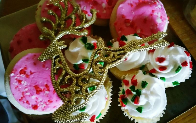 Holiday Desserts Relaxation Cookies Christmas Goodies!! Fav Dessert Peppermint Pink Red And Green Vanilla Cupcakes Yummy♡