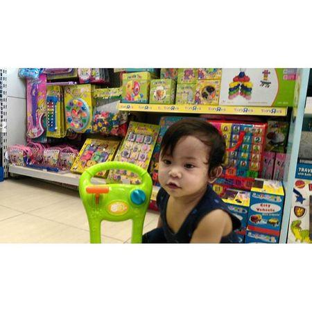 Sinong hindi alam ang dadamputin na toy? Haha! @jcyignacio