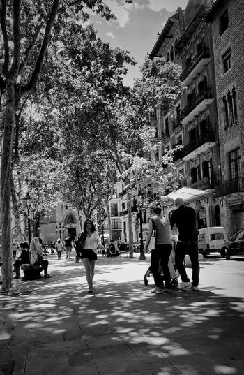 The Street Photographer - 2016 EyeEm Awards-En la vida hay tantas ocasiones especiales como eliges celebrar.-Robert Brault. Walking Around Bnw_captures Bnw_shot Bnw_collection Bnw Photography Family