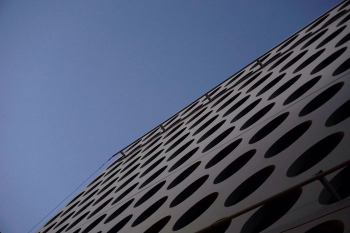 Minimalist Architecture Building Exterior Low Angle View Architecture Clear Sky Blue Built Structure No People Outdoors Day Modern City Close-up Modern Architecture Patterns Architecturephotography Architecturelovers Minimalism Lookingup Street Photography Streetphotography Moderndesign