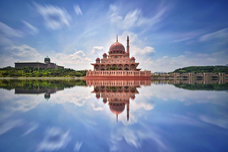 Reflections of Putrajaya Mosque EyeEm Selects EyeEm Best Shots EyeEmBestPics Eyeemphotography Putrajaya Malaysia ASIA Cityscape Landscape Muslim Religion Landmark Backgrounds Outdoor Mosque Masjid Architecture Reflection City Ancient Civilization Water Place Of Worship Blue Religion History Reflection Dome Beauty Palace Skyline