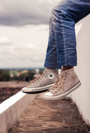 chuck taylor Low Section Shoe Human Leg One Person Real People Leisure Activity Body Part Human Body Part Jeans Lifestyles Day Casual Clothing Standing Sky Nature Focus On Foreground Unrecognizable Person Outdoors Sport Human Foot Human Limb