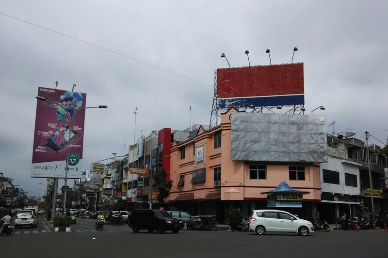 Palembang people must be familiar with this intersection. Also the billboard above has been there for a long period since i was a kid. Street Photography Urban Photography Xiaomi Redmi 1s