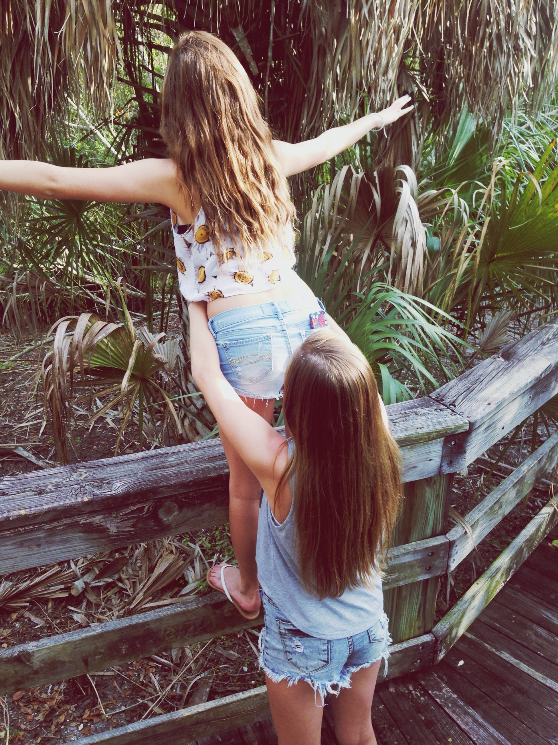 lifestyles, leisure activity, childhood, girls, elementary age, long hair, rear view, casual clothing, standing, full length, blond hair, person, three quarter length, young women, tree, railing, innocence