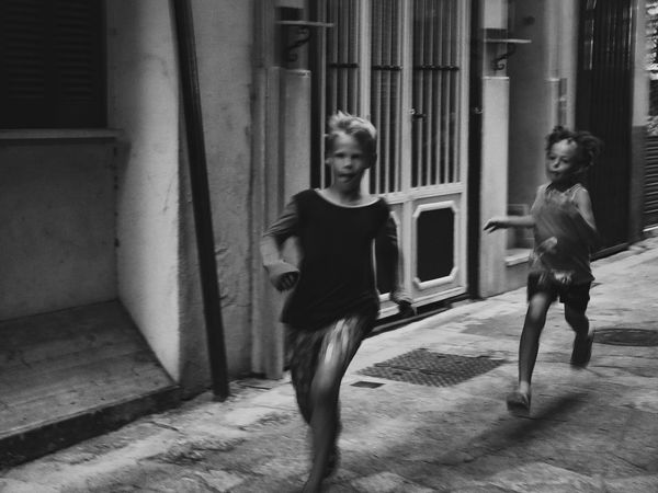 ~ running away ~ Blackandwhite Photography Catch The Moment Plaing Kids Running Real People Full Length Architecture Casual Clothing Leisure Activity Lifestyles Built Structure Child