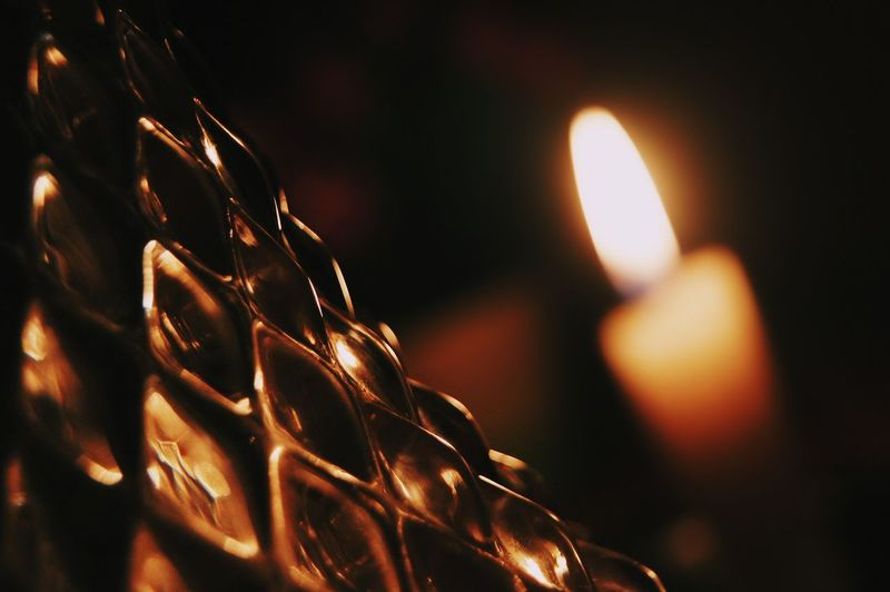 Shine Pine Crystal EyeEmNewHere Light EyeEm Gallery Shine Beautiful Photography Photooftheday Macro No People Relaxing EyeEm Best Shots Vase Candle Candlelight Reflection Dim Light Prisma Close-up