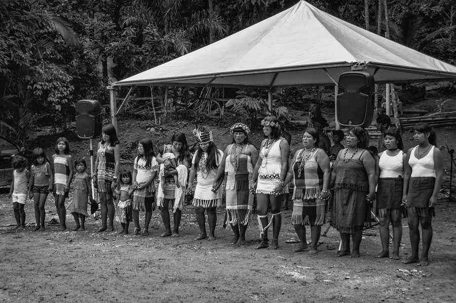 Guaranis da Reserva Indígena Rio Silveira dançam e entoam cantos sagrados para se comunicar com Inhanderú. Dance Indian Indian Culture  Nature Rio Silveira Indian Reservation Travel Photography Aldeia Guarani Black And White Crowd Curumim Guarani Indian Guarani Village Guarani Woman Indigenous Culture Indigenous Dance Indigenous Reservation Indigenous Woman Large Group Of People Leisure Activity Lifestyles Praia De Boraceia Pretoebranco Real People Reserva Indigena Rio Silveira Women