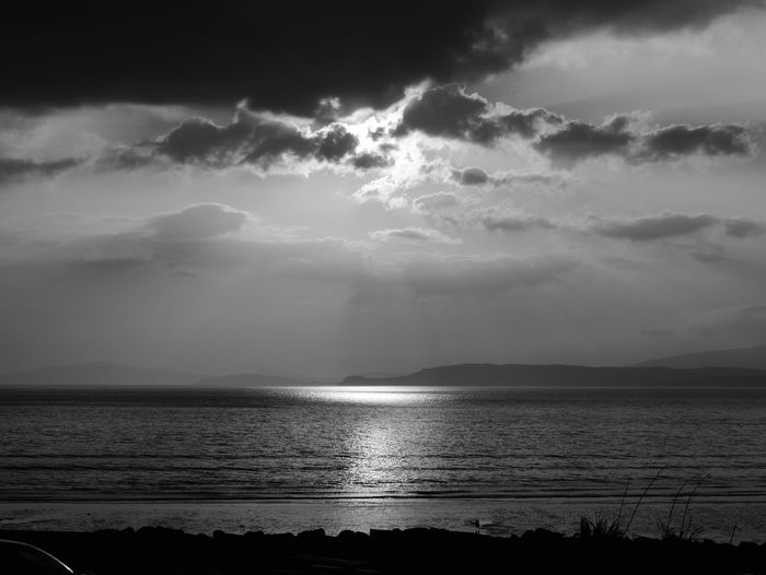 Sunset Ireland Ring Of Kerry Urlaub Holiday Travel Schwarzweiß Blackandwhite Sunset Sonnenuntergang Water Sea Beach Sunlight Reflection Sky Horizon Over Water Landscape Cloud - Sky Wave Dramatic Sky