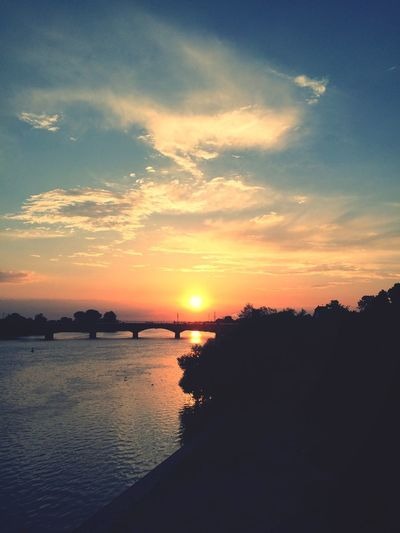 Sunset Sunset Silhouettes Sky And Clouds Clouds And Sky Blue Sky Lila Wolken. River River View Riverside Moments Perfect