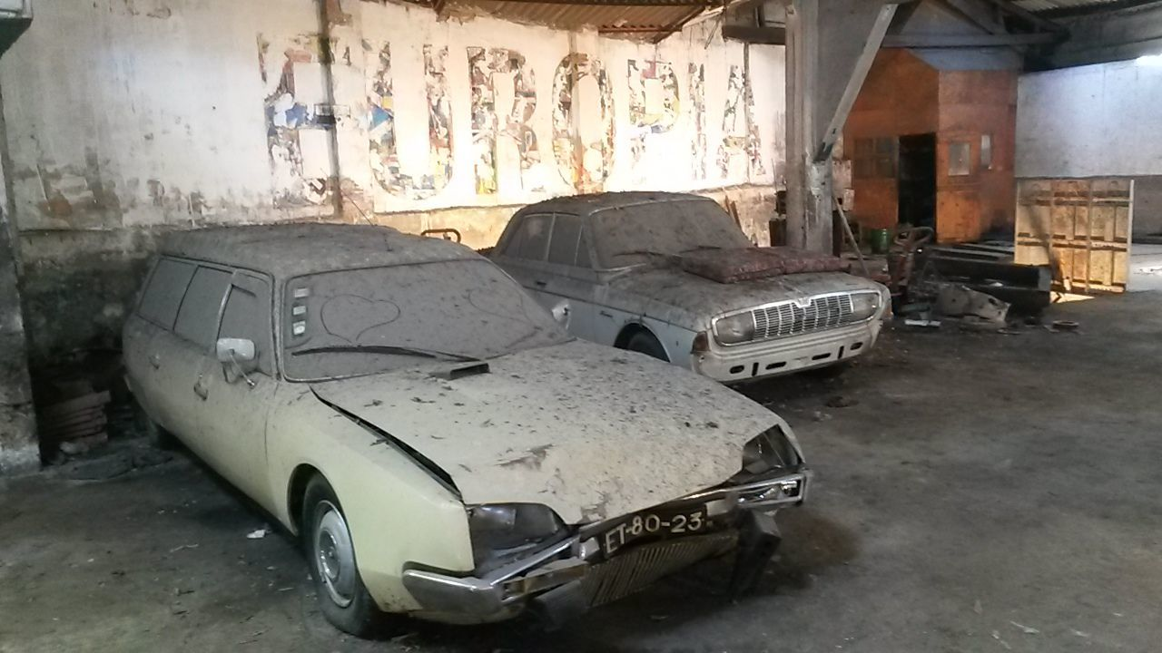 car, damaged, abandoned, old, obsolete, land vehicle, transportation, run-down, destruction, bad condition, mode of transport, indoors, no people, architecture, day