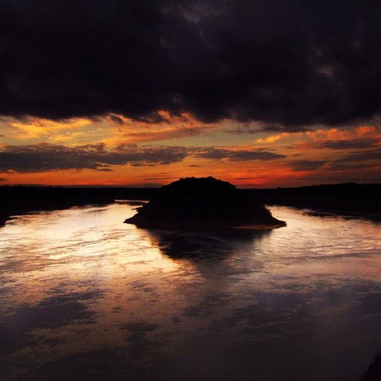 FozDoIguaçu Fozeassim Iguassucool River Rioparana Frontera Isla Ilha Ciudaddeleste Great_captures_paraguay Great_captures_brasil Coisasdafronteira Sunlight Sunset Sunsets Sunset_madness Clouds Cloudscape Cloud Color Colors Sky Cool Picoftheday