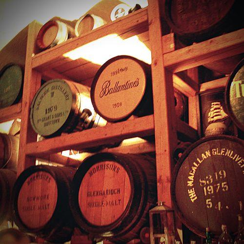 Fässer im Whiskymuseum Kyrburg 2004