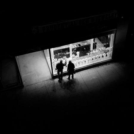 Window shoppers Chicago Streetphotography Blackandwhite