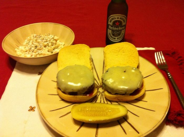 Grilled Cheeseburgers with Macaroni Salad and ice cold Heineken Light ICanCookMyAssOff Nomnombomb TheExpensiveWinos CasaDeMecca