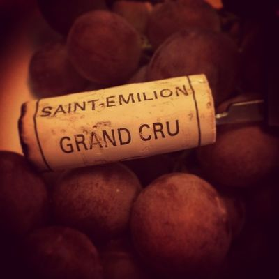 Preparing Sweets Things for Diner. Wino collection StEmilionGrandCru Instawine Rouge Bordeaux