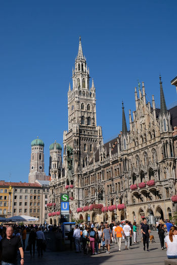 Marienplatz Munich Center Frauenkirche Historical Building Marienplatz München Munich Rathaus Tourist Attraction  Touristic Blue Sky Germany Glockenspiel Historic Marienstatue Tourist Destination Touristen Touristenattraktion Zentrum