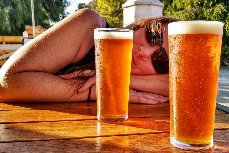 Golden refreshment after a day's adventure. #gageroadsbrewery #atomicpaleale #rottnestisland Golden Light Summer EyeEm Selects Frothy Drink Human Hand Alcohol Drink Cold Temperature Drinking Glass Pint Glass Summer Happy Hour Beer Glass Beer Bar