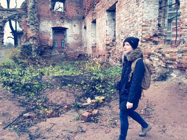 Trevel Treveler Trip Girl Backpack Ruined Ruins Smile Happy Viborg Walk Russia Cold Autumn