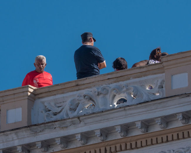 Cuba, noviembre 2016; new and updated photos Roof Architecture Blue Building Exterior Built Structure Clear Sky Day Lifestyles Low Angle View Men Occupation Outdoors Real People Safety Crew Sky Togetherness