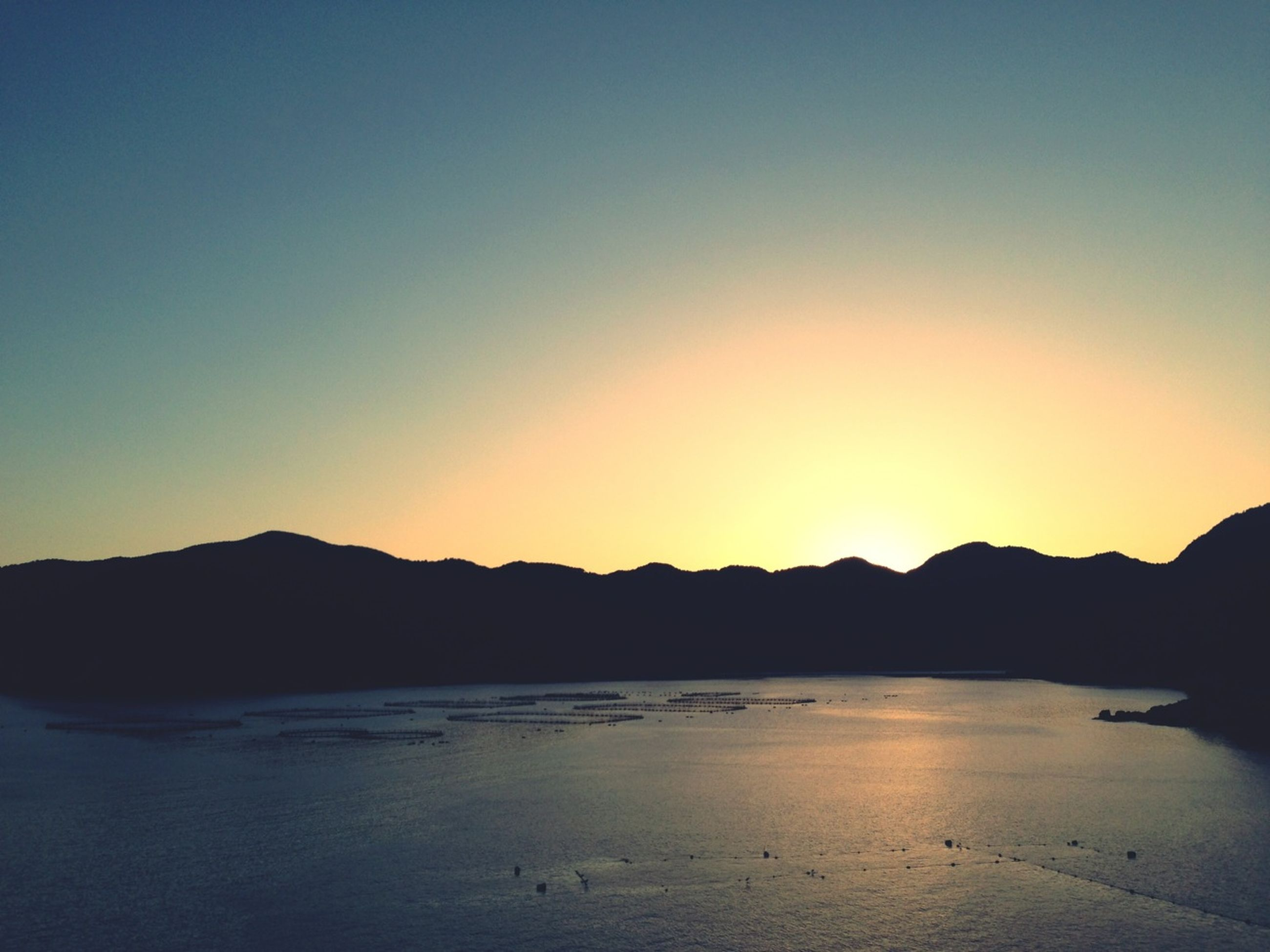 mountain, water, scenics, clear sky, tranquil scene, tranquility, sunset, copy space, mountain range, beauty in nature, silhouette, sea, nature, idyllic, lake, reflection, dusk, outdoors, sky, calm