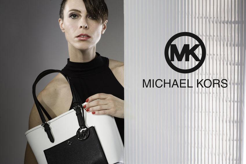 Jetset handbag by Michael Kors. Couture Fashion Handbags Haute Couture Jet Purse Retro Styled Women Holding Purse Womensfashion