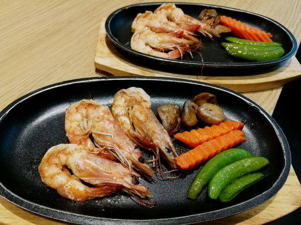 Visual Feast Food Food And Drink Seafood Ready-to-eat Shrimps Seafood Teppan Teppanyaki SeafoodLover Seafood Yum:) Seafoodporn SEAFOOD🐡 Delicious ♡ Lunch Time Lunch Time! Lunch Break Lunch Food State Food And Drink Lunch! Delicious Lunchtime