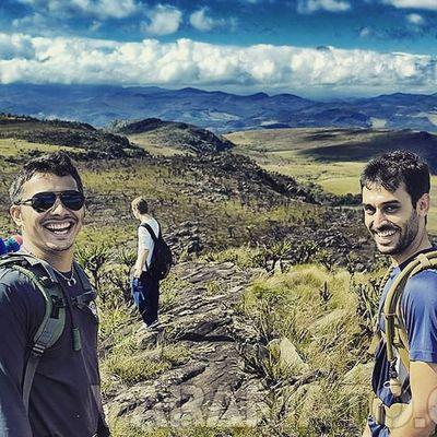 Sorria, você está na montanha! Varamato Montanha Chapada Hiking Travessia Espinhaco