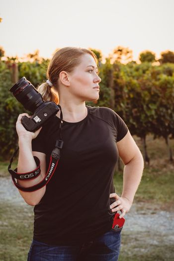 Sunset Black Tshirt Lady Photographer Canonphotography Canon Canon Mark 3 Winery Woman Photographer Photographer Focus On Foreground Young Adult Standing Women Young Women Day Outdoors Nature Looking Adult Hairstyle Clothing EyeEmNewHere EyeEmNewHere Autumn Mood EyeEmNewHere