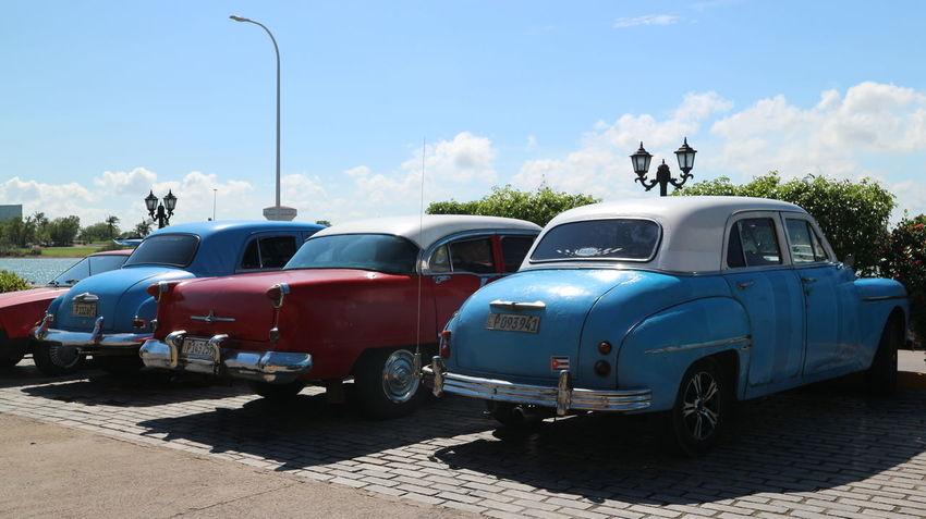 Cars Colonial Style Cuba Habana Habana Cuba  Habana Vieja Havana Havana, Cuba Colonial Cuban Cars Mode Of Transportation Transportation Машины автомобили гавана колониальный стиль куба кубинские автомобили кубинские машины старая гавана