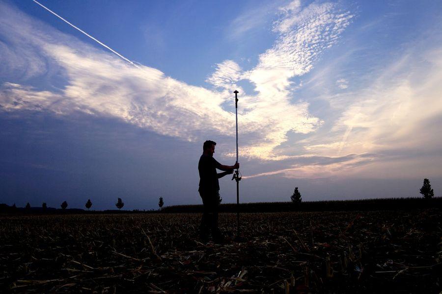 Land surveyor with gps Dgps GPS Land Surveyor Surveyor