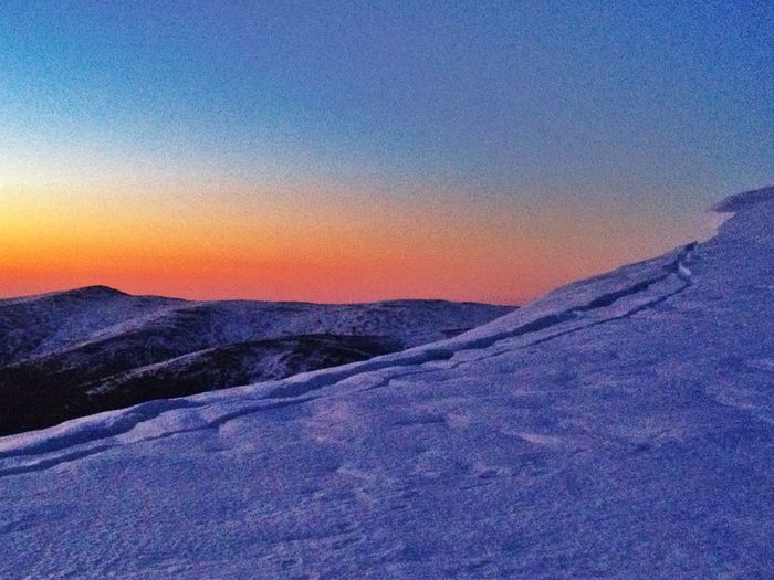 Grieta En Collado Entre Hermana Mayor Y Peñalara, La Ceja, Provocada Por Reptación #esquídemontaña #skimountaineering #skimo #mountain #sunrise #amanecer #cotos #peñalara #gasss #training #ilovemountain #beforework #dynafit #happy #feliz #welovemountain #