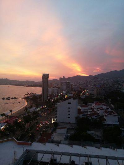 Un atardecer en acapulco despues de una jornada larga de trabajo... First Eyeem Photo