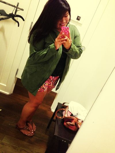 Selfie Girl Shopping Bored