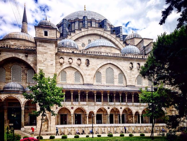 Gezgin Süleymaniye'de .. Ottoman Empire Architecture Summer2016✨ Historic Mosque İstanbul Remembrance
