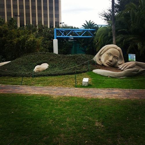 Love this sculpture. It reminds me of myself when I'm pretending to study. LakeEola Orlando Art Loveflorida Getoutside