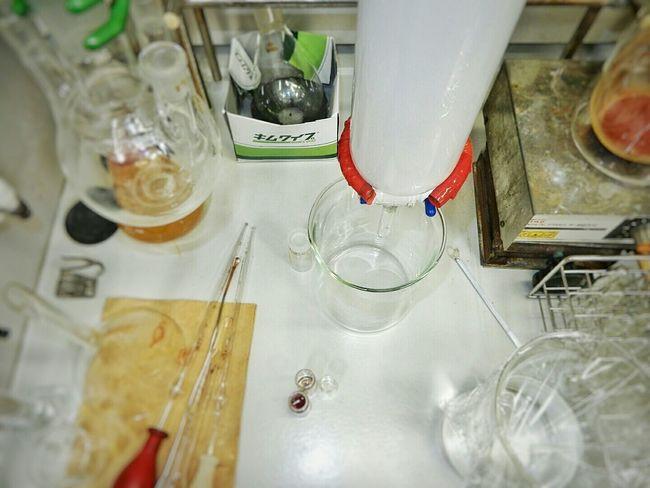 実験ドラフト掃除しなきゃ Desks From Above 新潟大学 Niigata Japan Night Lovejapan Study Experiment Chemistry Laboratory Apparatus Column Chromatography