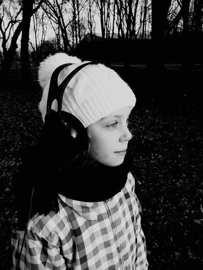 Young Girl Listning To Music Music Enjoying Life Beauty Beautiful Nature Poitrait Black And White Black & White Cap Headphones Cold Outside Face Of EyeEm EyeEm Best Shots Wasiak Walking Moto X Play Taking Photos