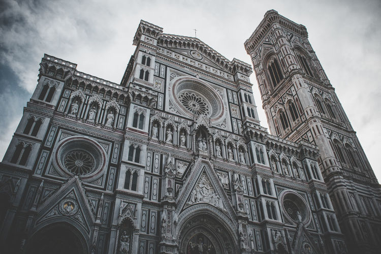 Firenze Florence Cathedral Church Santa Maria Del Fiore Tower Bell Tower Toscana Tuscany Toskana Florenz Gothic Italy Italien Italia Façade Facades Facade Building Cloud - Sky Landmark Building Exterior Low Angle View Architecture Built Structure Religion Belief Sky Building Place Of Worship Spirituality No People Day Façade Travel Destinations The Past Rose Window Arch Outdoors Gothic Style Ornate