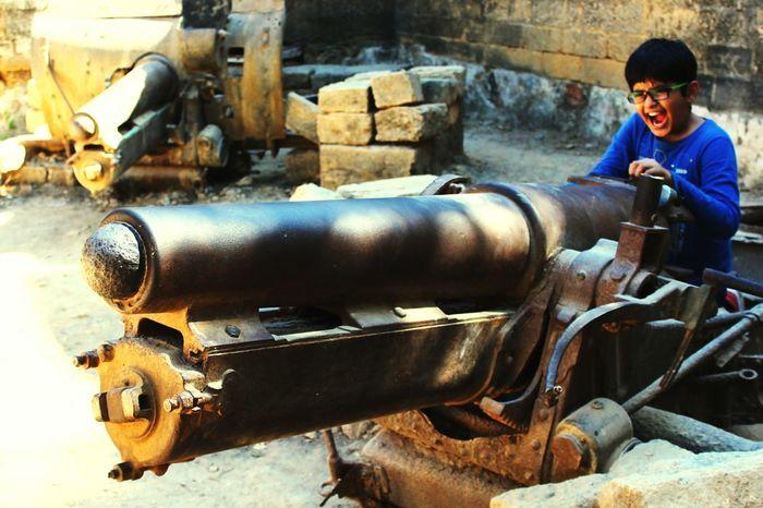 Showcase March Dangerous Jobs TimeToRun Oldtimes Bomb Diufort India Cute Kid Poses Naughtyboy Get Outdoors